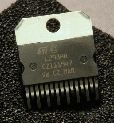 A photo of the multiwatt-15 packaged L298 H bridge driver chip by ST